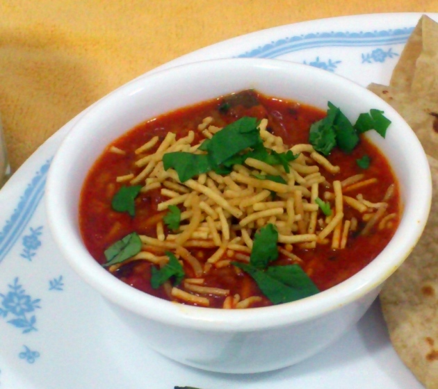 Sev Tamatar (Gujarati Tomato Curry)