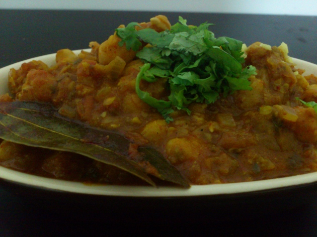 Chole (Chickpeas Curry with Indian Spices)